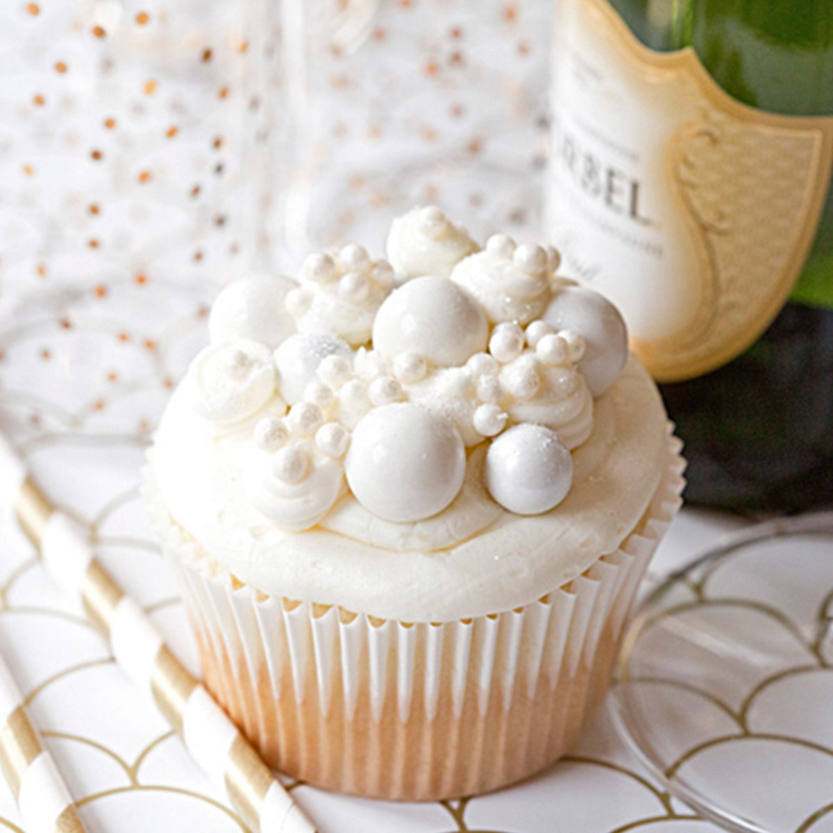 Because YES. Bubbly Champagne Cupcakes: https://t.co/4gk3uG8Xnj https://t.co/RaHi9ncVG1
