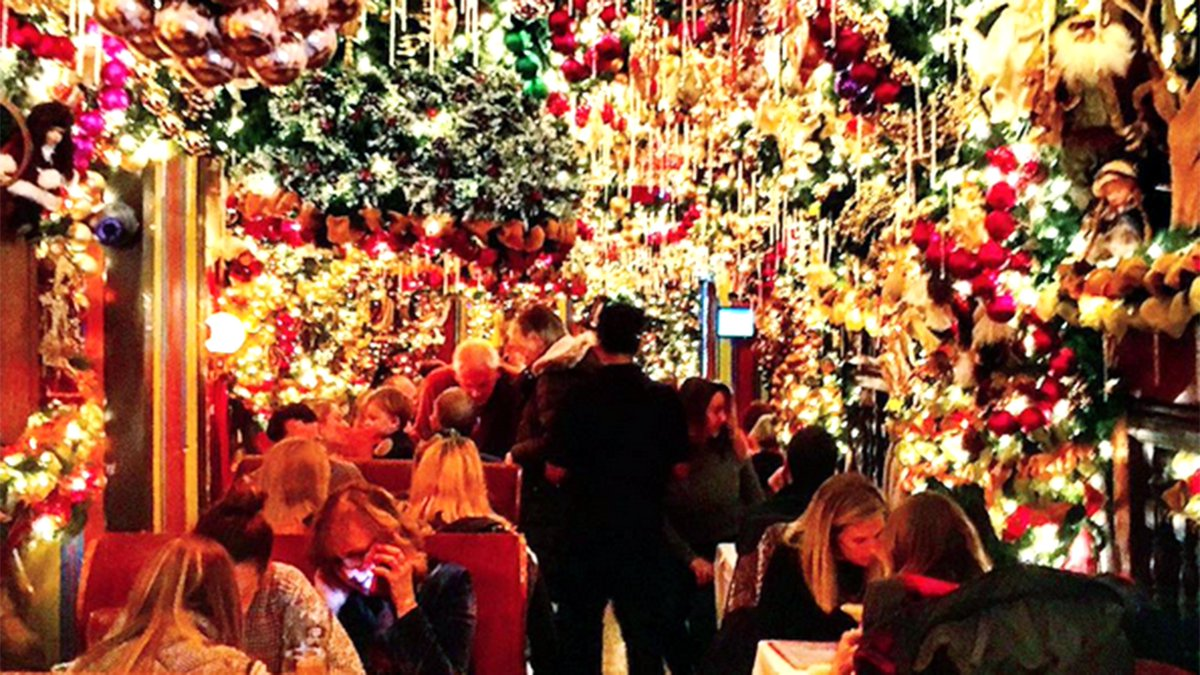 This restaurant spends more than $60K on Christmas decorations via @TODAYshow