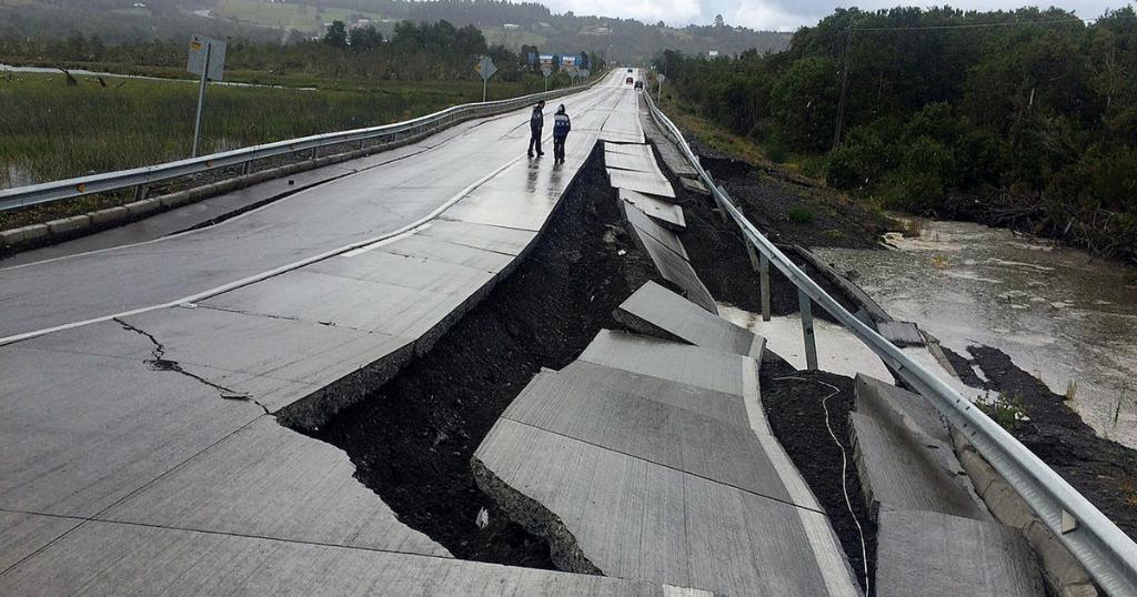 "Chile rattled by powerful earthquake; ""I've never felt anything so strong,"" one man said"