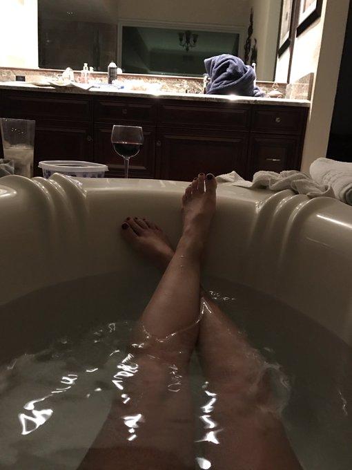 @ArianaMariexxx collar buddies and tub buddies https://t.co/Lq192u1Vsp