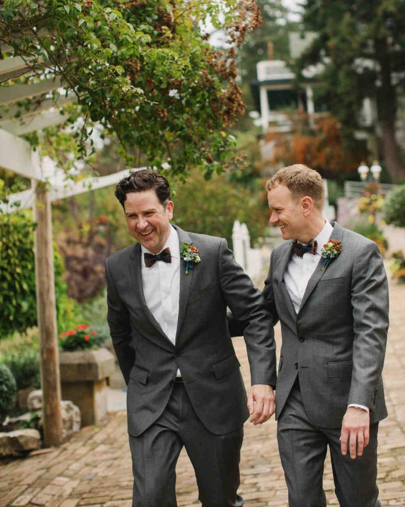 26 sweet moments from same-sex weddings: https://t.co/XAVRFxQ2X7 https://t.co/Econ4qevG7