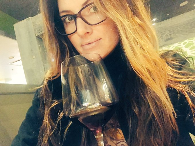 Wine and thinking dirty thoughts about @Teagan_s_daddy https://t.co/3KvDPgWKFL