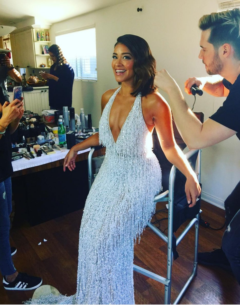 Line for Best Dressed at the #GoldenGlobes clearly starts behind Gina Rodriguez https://t.co/oGl4kbofPO