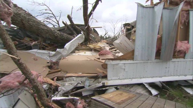 Deadly storm heads north after battering the Southeast with tornadoes. https://t.co/ho0hXdozxq