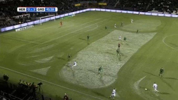 Revoltado com derrota, funcionário desenha 'pênis de neve' dentro de campo (Via @esportefera) https://t.co/vQgv7tETIk