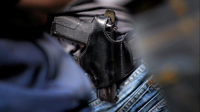 🇫🇷 #Paris Un policier refoulé d'un match du mondial de handball parce qu'il portait son arme de service. https://t.co/KKLzZYFmVp