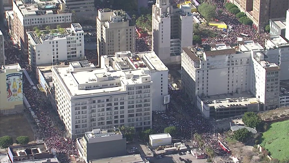 #BREAKINGNEWS 750,000 now gathered in downtown for Women's March Los Angeles, organizers say