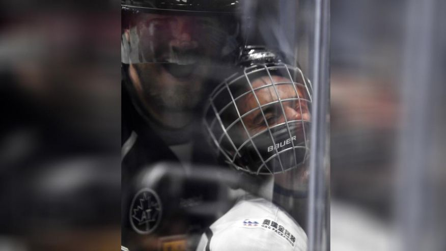 Justin Bieber gets hit, bounces back in celeb hockey game