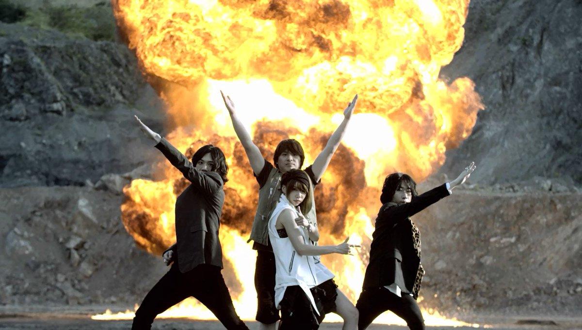 TVアニメ『ねじ巻き精霊戦記 天鏡のアルデラミン』OPテーマ「天鏡のアルデラミン」言わずとしれた、爆発と戦隊ポーズです!