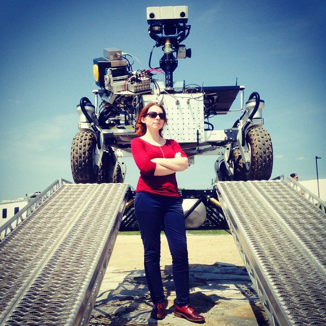 I'm Dr. Tanya Harrison, and I'm an #actuallivingscientist who works on #Mars' rocks and robots—and sometimes gets awards for it. https://t.co/EHrKtf5lSO