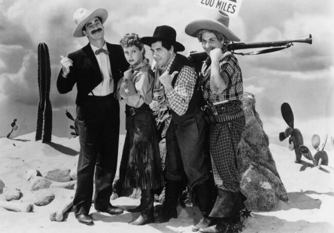 #GrouchoMarx:'I give you my solemn word as an embezzler I'll be back in ten minutes.'#MarxBros  #GoWest 1940 https://t.co/Frvsb7rHS1