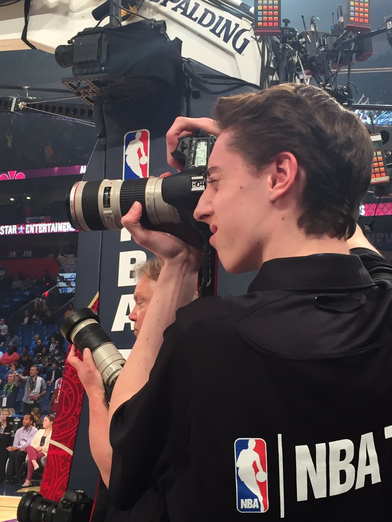 We're live with photos from my fellow Live Más Scholar, Kevin! Give it up #TacoBellSkills #NBAAllStar https://t.co/eAtCwYUk9u