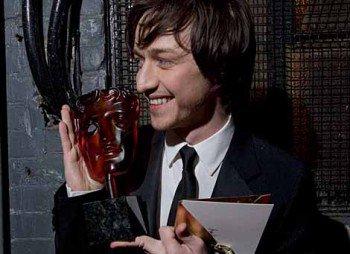 今年のBAFTAライシングスター賞にトムホくんが選ばれたのね!2006年にはマカヴォイもとってるよん!その時のプレゼンタ