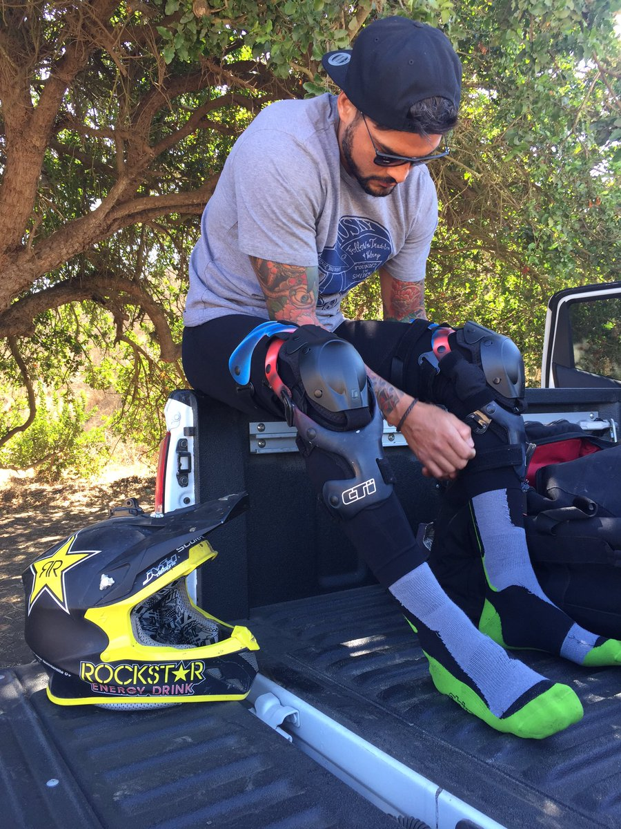 Back to business with the best knee protector ⚡️⚡️⚡️ @ctikneebraces #cti https://t.co/H0YubpwBRx