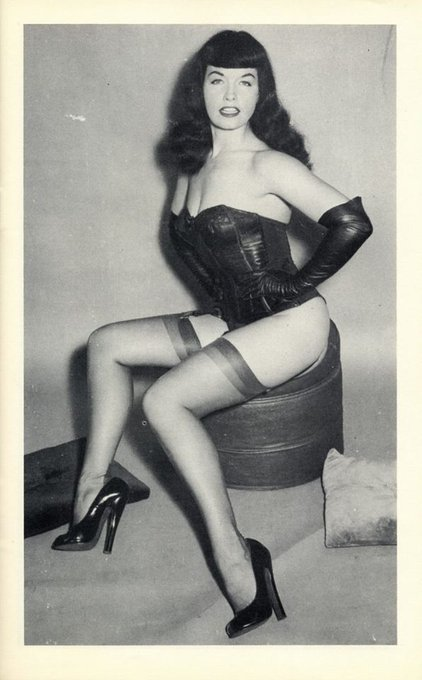 Put some sizzle in your Sunday! 🔥💕 #BettiePage #pinup #fetish #domme https://t.co/6a3zdOGa5I