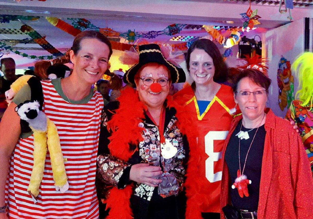Karnevalistische Grüße aus dem BMFSFJ in Bonn! Auch hier wird traditionell #Weiberfastnacht gefeiert. 🎉🎊🎈 https://t.co/Iybp5dy3iJ