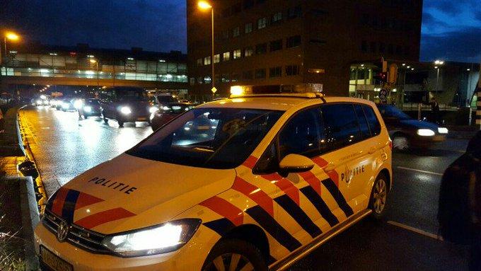 Honselersdijk File aan de Middelbroekweg richting Naaldwijk vanwege een aanrijding 2 voertuigen. https://t.co/sfFLmMaucW