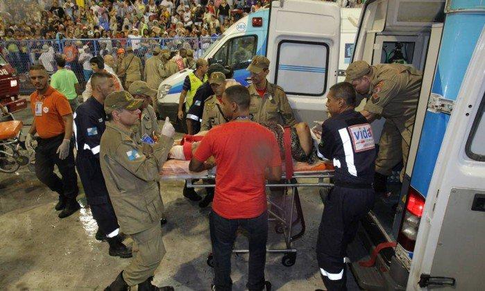 Feridos com carro alegórico da Paraíso do Tuiuti passam por cirurgia.