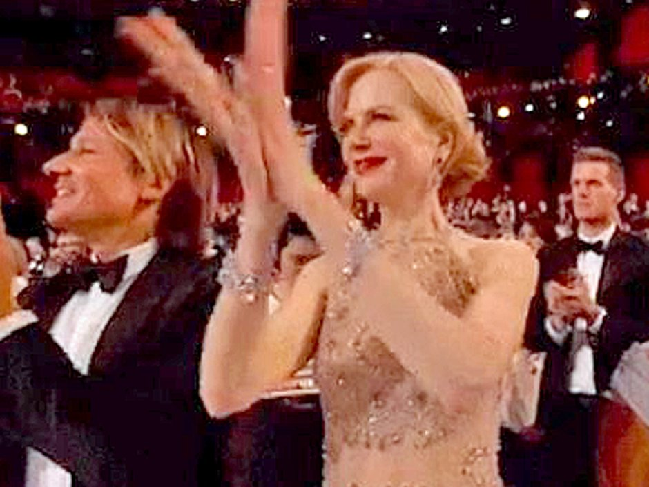 Nicole Kidman explains her bizarre seal-clapping at the Oscars.