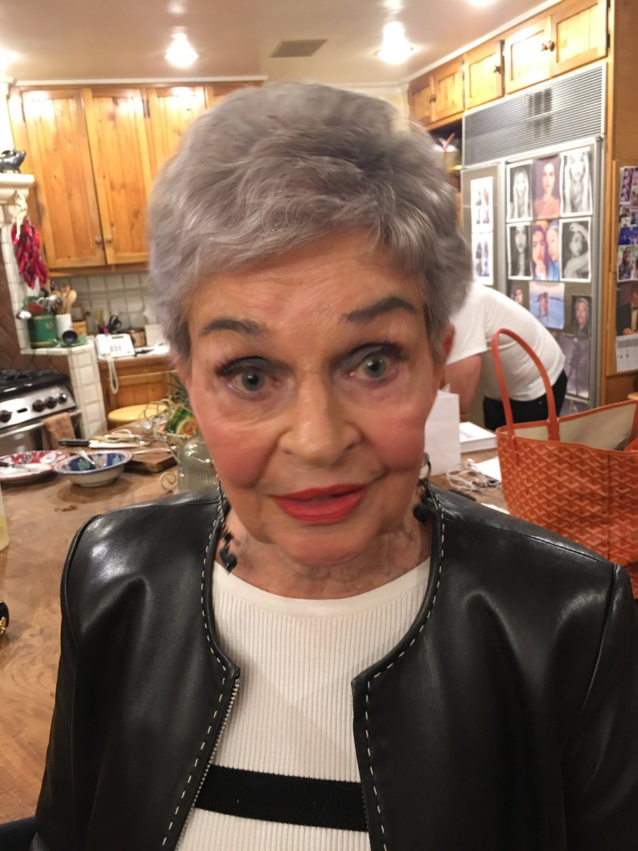 Lois had her make up done and had lashes put on! How cute is she?!!! Smoking 88 almost 89 years young! ????????❤ https://t.co/wsMWZObNXd