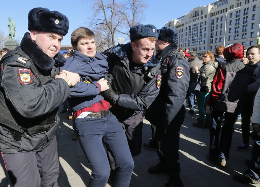 Massenproteste in Russland: Polizei verhaftet Oppositionellen Nawalny https://t.co/4OZZeCeRAy