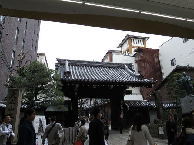 舞台めぐりアプリの「有頂天家族」のスタンプを集めながらJR京都駅方面に歩くまず本能寺見つけた😲