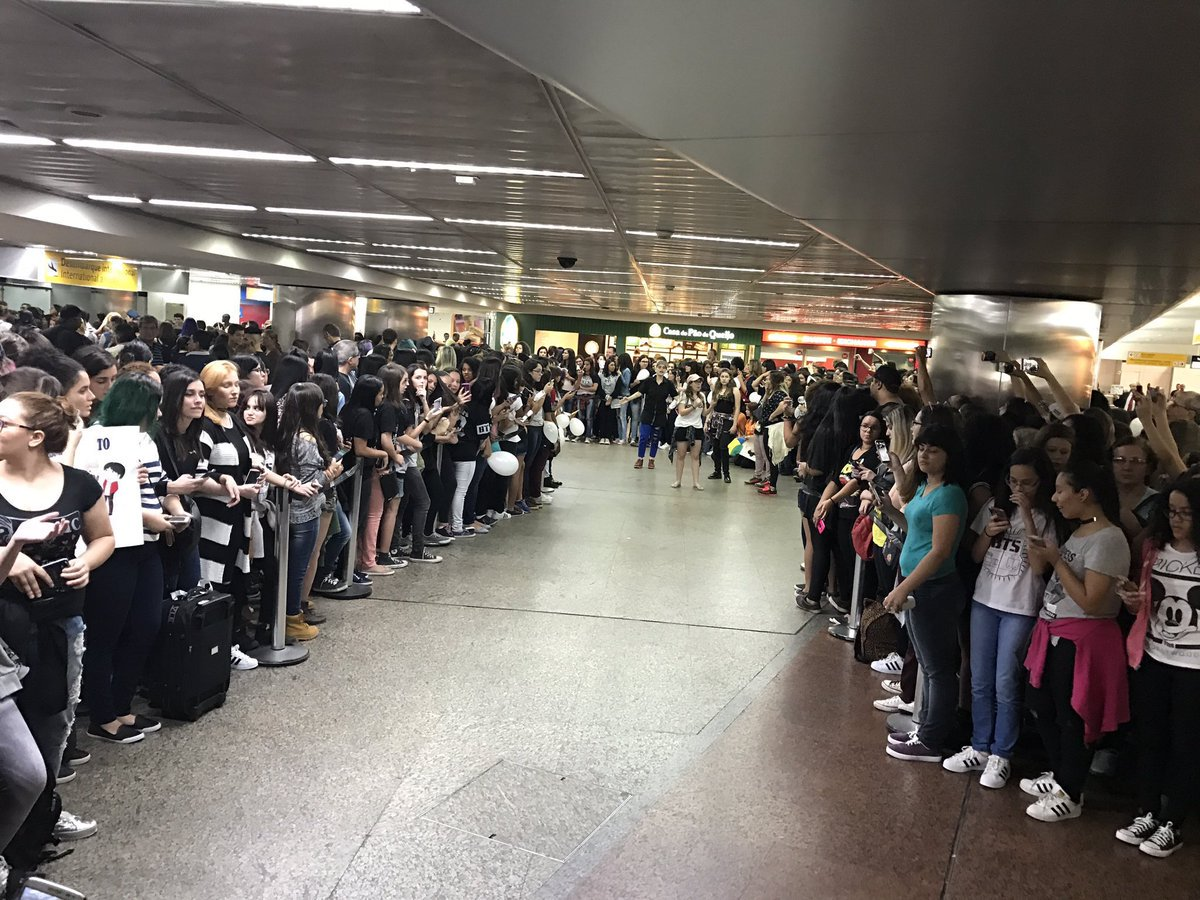 Airport now! #BTSinBrazil https://t.co/WNpq9vCrjB by #Vantastic_V via @c0nvey https://t.co/uVY250DpZ1