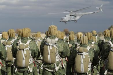 Three Russian airborne divisions join forces for 2,500-troop Crimea drill