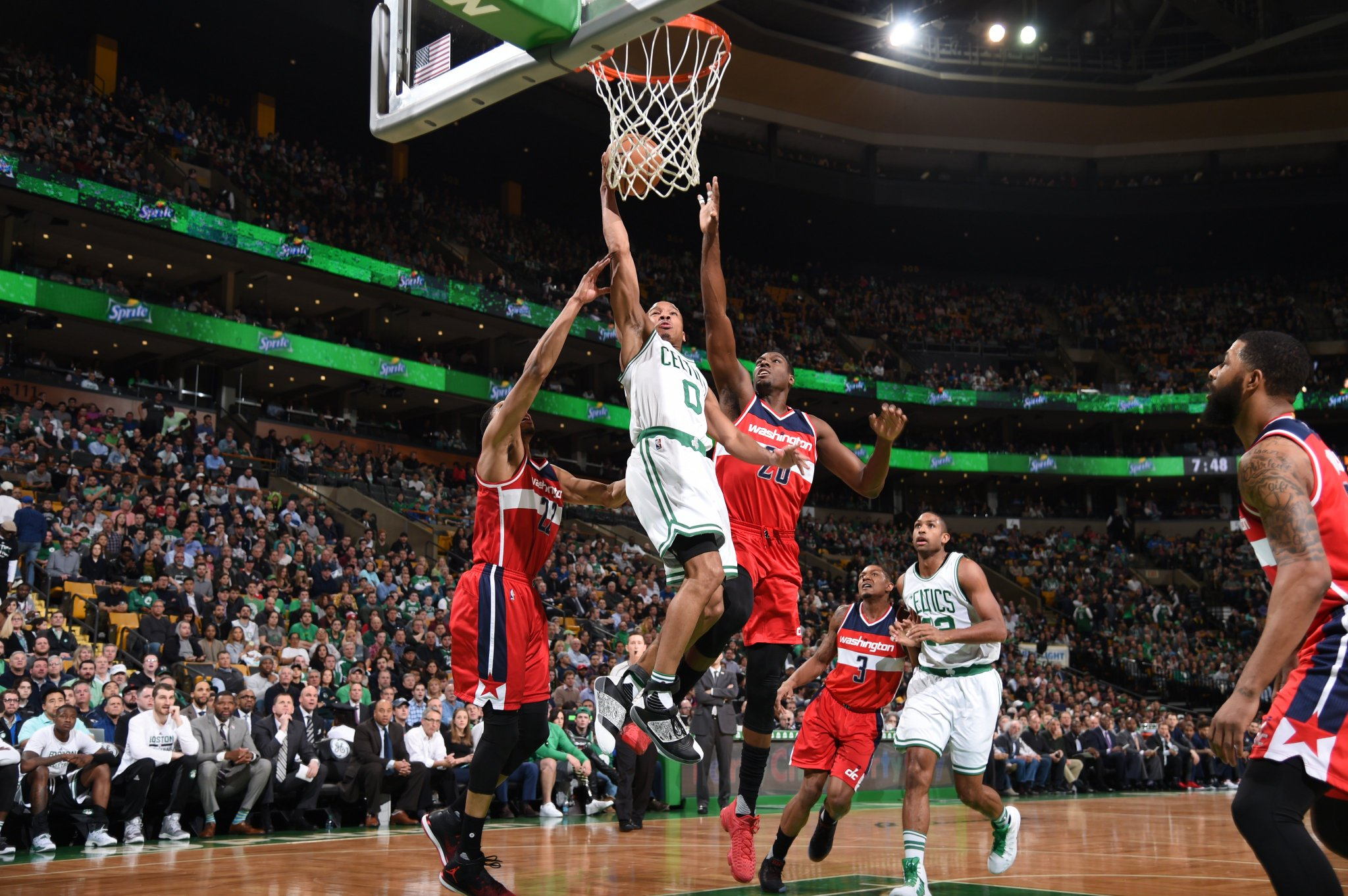 Huge playoff seeding implications in this one.  HALFTIME - #Celtics : 58 @WashWizards: 47  Beal - 15p Bradley - 14p https://t.co/ZraRklF2oI