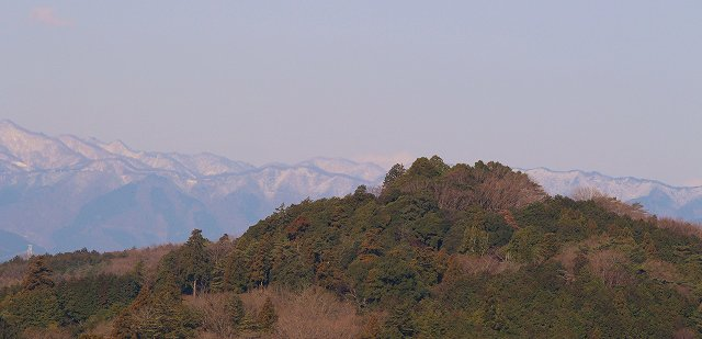 今朝の飯能地方は北風が強く明け方は厳しい寒さ((+_+))天覧山の向うの山々も、丹沢の山々も昨日の雨は雪だったようですね