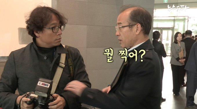 2014년 세월호 참사 당시 유족 폄훼 발언과 망언 논란으로 물의를 일으켰던 MBC 박상후 전국부장. 자신을 찍는 카메라 앞에서 당황하며 큰소리 치다 오히려 혼쭐이 나는 장면입니다.