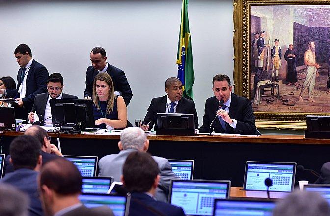 CCJ da Câmara decreta validade do projeto das 10 medidas contra corrupção.