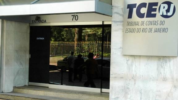 Cinco de sete conselheiros do TCE do Rio são alvos de prisão temporária.