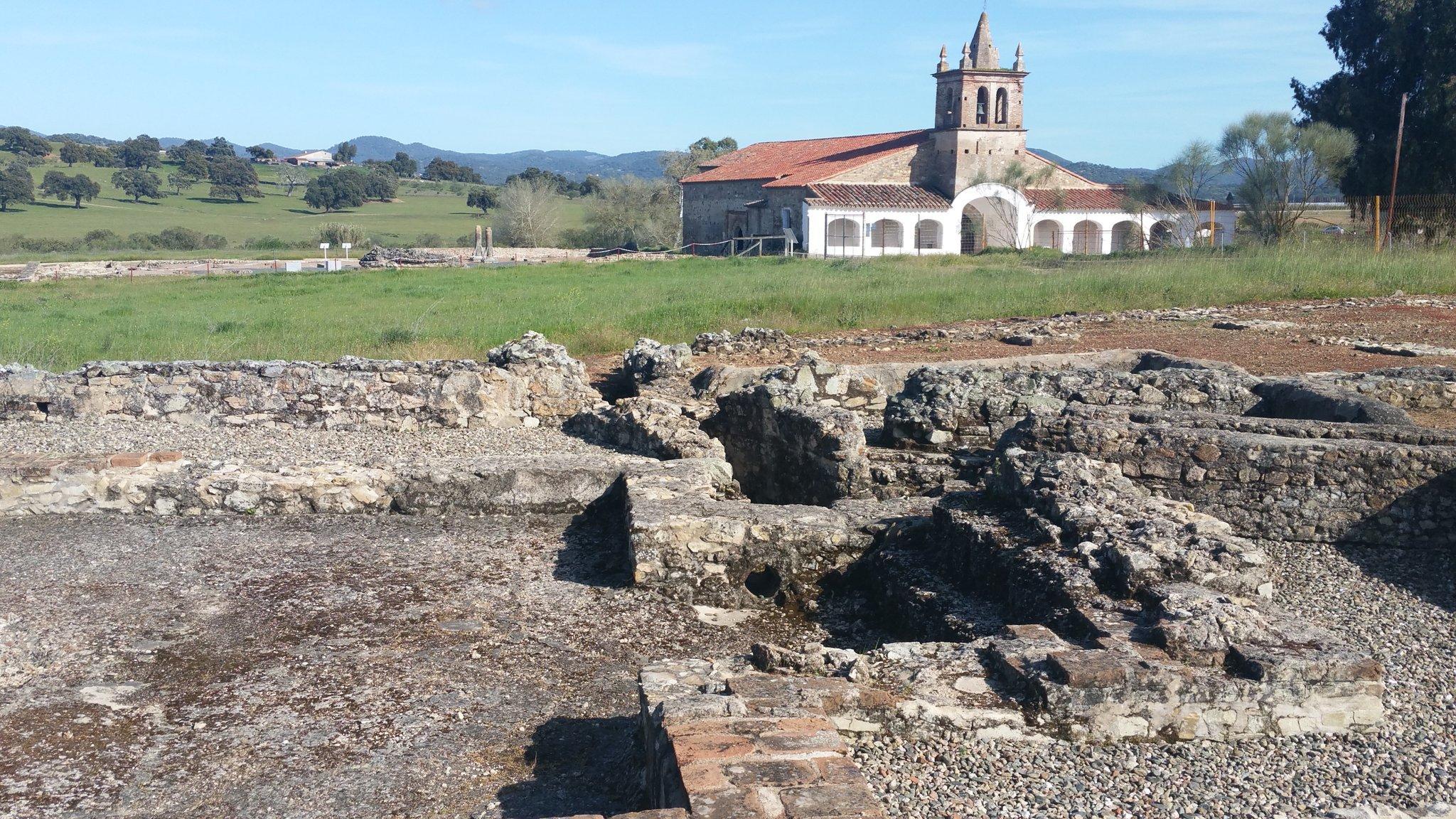 Sorprendentes las ruinas romanas de #Turóbriga en Aroche ��y ¡aún queda muchísimo por encontrar! #HabladeAroche https://t.co/Oqwk5a8hnp