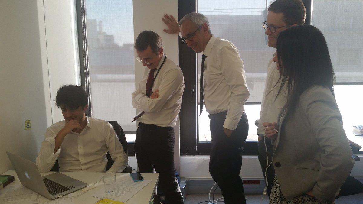 Coulisses équipe @enmarchefr  au Qg 19h 13 avec  @pisaniferry @QLafay avec Fanny Anor, Didier Casas et David   Amiel