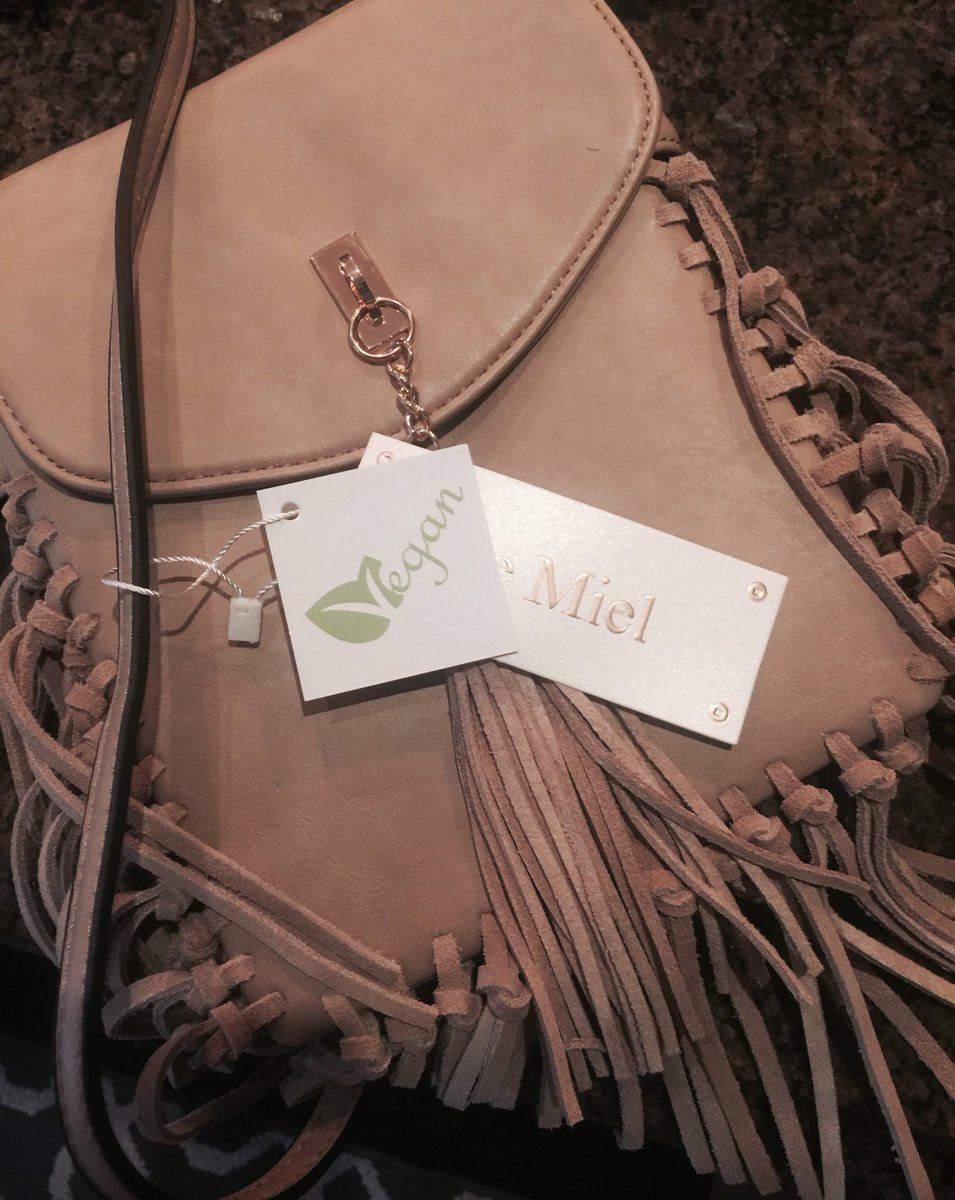 """Bought this """"vegan"""" bag today...yea so glad your tassles smell just like real suede 🙄 wth? #vegan #fake"""