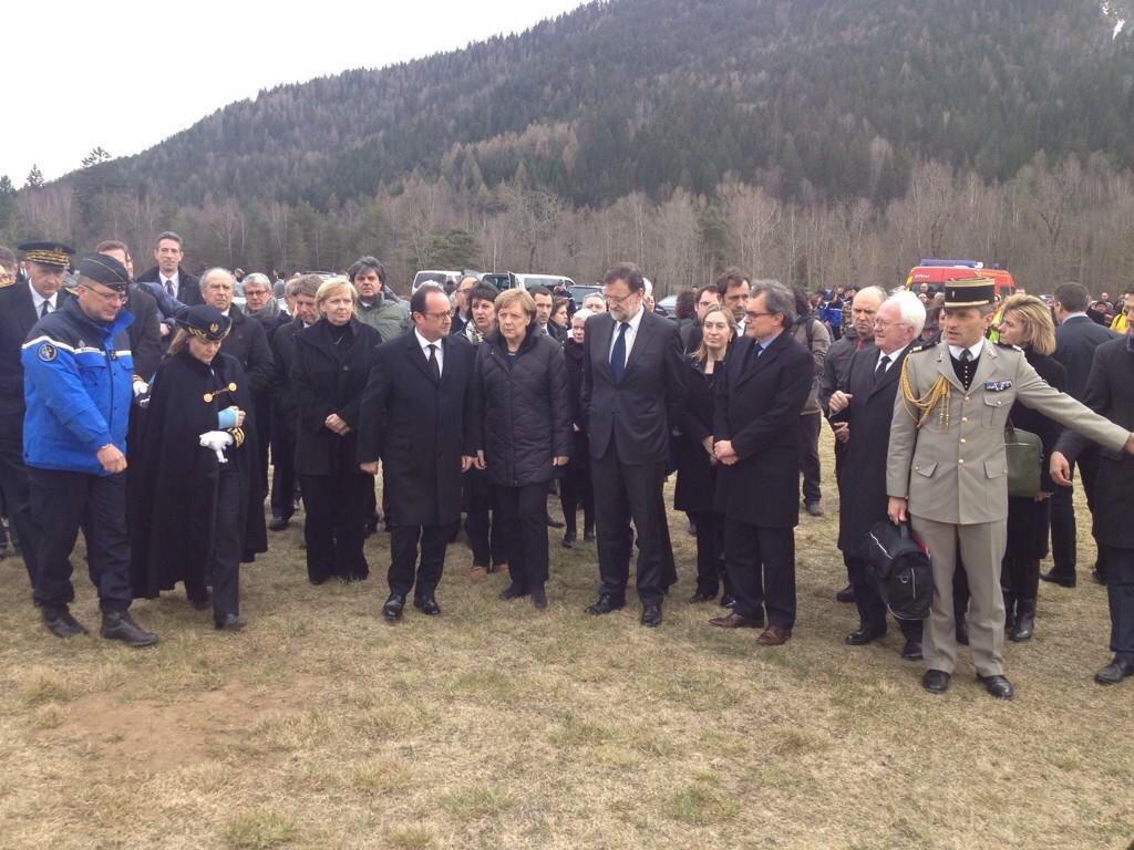La foto que no sortirà en cap mitjà espanyol. Hollande, Merkel, Rajoy i Mas. (foto: @joanmariapique) http://t.co/N3Dz5KQ9YI