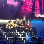 Não existe One Direction faltando um deles! ???? Zayn é um dos motivo dessa banda existir! #PleaseZaynBackForUs http://t.co/Xle6Atb6ng