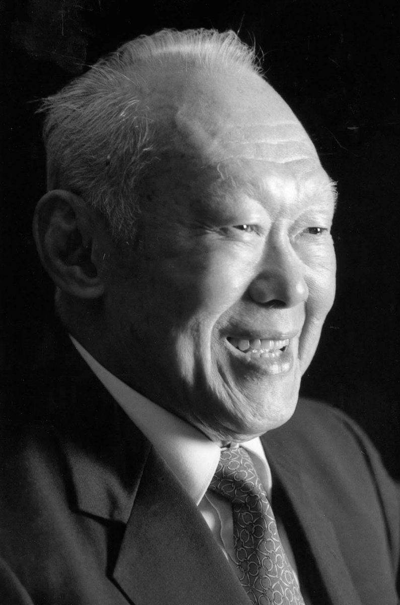 Mr Lee passed away peacefully at the Singapore General Hospital today at 3.18am. He was 91: PM http://t.co/OzW4cvWqmE http://t.co/j2aSmYy4cP