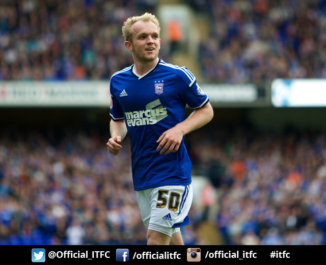 Heeeeeere's Jonny! Town resign Jonny Williams for a third loan spell from Crystal Palace #itfc http://t.co/I0TSHKqpXt