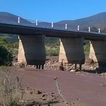 La Serena: Puente Altovalsol con tránsito interrumpido por peligro de derrumbe. Instamos a población a no acercarse http://t.co/uEQiP5qlyM