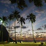 Com direito a um arco-íris, o amanhecer desta sexta-feira na Praia Vermelha. Foto: Thiago Lontra/ Agência O Globo. http://t.co/ukU2o1QKfL