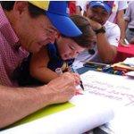 Niños utilizados por el Gobernador del estado #Tachira Vielma Mora para firmar contra el decreto de Obama #Venezuela http://t.co/tZ12yVCzoT