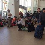 RT @AleAyares Aeropuerto Antofagasta un desastre... Miles de personas, vuelos sobrevendidos @tv_mauricio @mxperez http://t.co/bDM6v6R5cJ