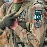 تعليق العلم السعودي على جميع البدل العسكريه في #باكستان  #عاصفة_الحزم #السعودية http://t.co/efwhmorqsl