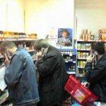 Homens quando vão comprar algo que as mulheres pediram http://t.co/1Fn1G7T5pF