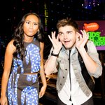 Orange carpet hosts @LittlejGriffo & @iamsydneypark mean mugging at the #KCA! Getting ready for the show at 8pm/7c http://t.co/oo5NEa5cWz