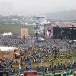 Crise chega ao Lollapalooza e obriga organização a repensar estratégias http://t.co/V4yWXLMilD http://t.co/VK57fKMLC2