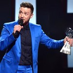 Crying! Justin Timberlake thanks Jessica Biel during his #iHeartRadioMusicAwards speech: http://t.co/5ehrQ7V4Wh http://t.co/b1Ux3g0JTo