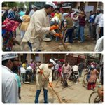As BJP led MCD goes on strike,Kondli MLA Manoj Kumar cleans streets along with AAP volunteers. #AAPatWork http://t.co/fhJ5axnr6E